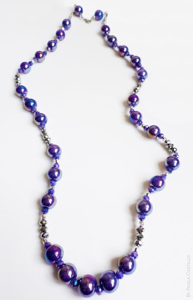 05cca4912f41 Collar violeta con cuentas de porcelana y cristales